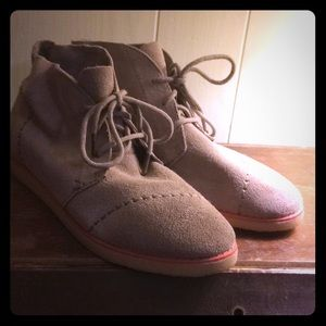 Toms leather shoes women's size 6.5